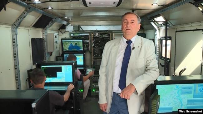 Головний конструктор ДККБ «Луч» всередині рухомого командного пункту комплексу «Нептун», Київ, вересень 2020