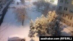 Снегопад в Ашхабаде