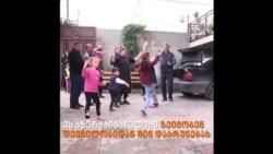 მთიანი ყარაბაღი: აზერბაიჯანელები შინ დაბრუნებას ფიქრობენ, სომხები სახლებს წვავენ