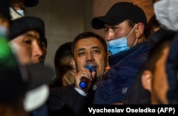 Садыр Жапаров выступает перед своими сторонниками. Бишкек. 14 октября 2020 года.