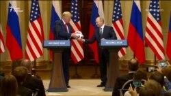 «Тепер м'яч на його стороні» – Путін подарував футбольний м'яч Трампу (відео)