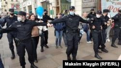 Полиция перекрыла Невский проспект