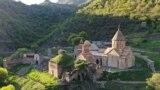 "<a href=""https://en.wikipedia.org/wiki/Dadivank"">Дадиванк, манастир во регионот Шахумјан близу Нагорно Карабах</a>"
