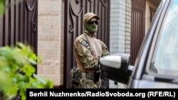 СБУ прийшла з обшуками до маєтку Медведчука. Київ, 11 травня 2021 року
