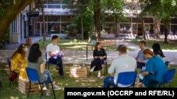 Министерката за образование и наука, Мила Царовска, на средба со претставниците на учениците и средношколците, архивска фотографија