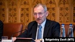 Pintér Sándor belügyminiszter éves meghallgatásán az Országház Széll Kálmán-termében 2020. december 10-én