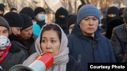 Арнайы жасақ қоршауындағы Айерім Тілеужан. Алматы, 10 қаңтар, 2021 жыл.
