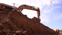 Незаконний видобуток корисних копалин: гігантський котлован на місці родючих земель і зруйнованих будинків