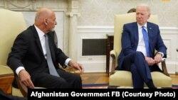 АКШ президенти Жо Байден ооган президенти Ашраф Гани менен жолугушууда. 25-июнь, 2021-жыл.