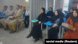 Разделенный занавесками кабинет в Университете Авиценны в Кабуле