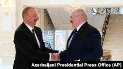 İlham Əliyev (solda) və Alyaksandr Lukaşenka