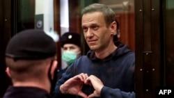 د ماسکو يو عدالت د روسيې اپوزيشن مشرالېکسي ناوالني په دوه کاله او اتوو مياشتو بند واورول