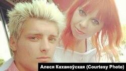 Яўген Каханоўскі з маці Алесяй, архіўнае фота.