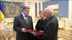 Батькам загиблого на Донбасі оперного співака Василя Сліпака вручили «Зірку Героя» (відео)