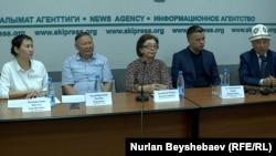 """""""Сапат"""" билим берүү мекемесинин өкүлдөрү басма сөз жыйында. Бишкек шаары. 1-июнь, 2021-жыл."""