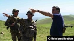 Armenia - Human rights ombudsman Arman Tatoyan talks to Armenian soldiers deployed in Syunik province, May 14, 2021. (Photo by the Armenian Human Rights Defender's Office)