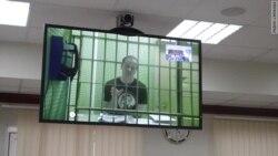"""""""Мирный демонстрант за решеткой"""""""