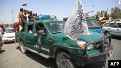 شهریان کابل یک روز از ورود طالبان به این شهر، خواستار تأمین امنیت از سوی طالبان شدند.