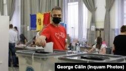 Moldovalı seçicilər Rumınyada səs verir