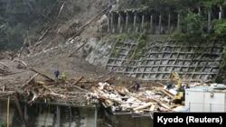 Klizišta u japanskom gradu Šiiba nakon udara tajfuna Haišen, 7. septembar