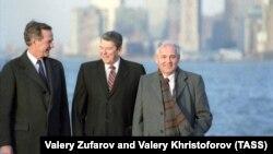 «У жоден момент дискусії ні Бейкер, ні Горбачов не порушували питання про можливе поширення членства в НАТО на інші країни Варшавського договору за межами Німеччини»