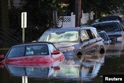 Mașinile inundate după furtuna tropicală Ida - Mamaroneck, New York
