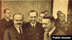 Первый лист газеты «Правда». Фотография Молотова и Гитлера в имперской канцелярии.