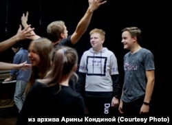 Подростки из села Мотыгино на занятиях театрального кружка