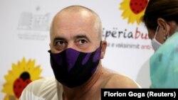 Албанскиот премиер Еди Рама се вакцинираше против коронавирус на 11 јануари