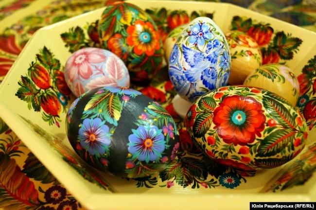"""Петриківські """"мальованки"""" (розписані великодні яйця)"""
