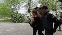 Дев'яте травня: одесити побилися біля пам'ятника Невідомому матросу (відео)