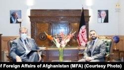 دیدار نماینده ملکی ناتو (چپ) با معین سیاسی وزارت خارجه افغانستان