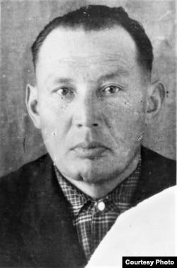 Абдырахман Алиев (1923–1971). 1960-жылдардын соңу. Үй-бүлөлүк архивден.