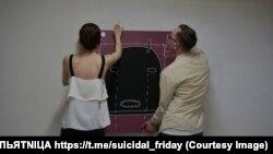 Картина Миши Маркера с плачущей балаклавой