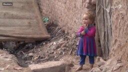 پاکستان کې افغان کډوالو ته نوي ځیرک کارډونه ورکول کېږي