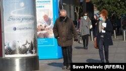 Montenegro -- People walking in Podgorica (mask, masks, coronavirus, covid), December 23, 2020.