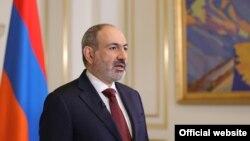 Нікол Пашинян виступив із заявою про відставку, але продовжить виконувати обов'язки прем'єра в повному обсязі до призначення нового уряду