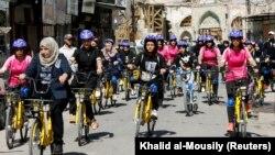 Prvi ženski biciklistički tim u Mosulu vozi za slobodu