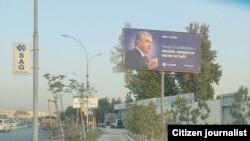 O'zLiDeP bannerlarni tayyorlash markazdan moliyalashtirilganini aytmoqda.