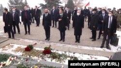 Paşinyan Yerablur məzarlığında