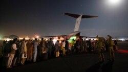 Shtohen dhe përshpejtohen evakuimet nga aeroporti i Kabulit