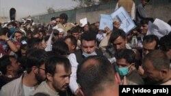 پناهجویان افغان در میدان هوایی کابل