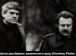 Фото зовнішнього спостереження за Міланом Кундерою