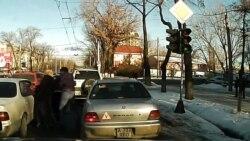Избиение на улице в Алматы