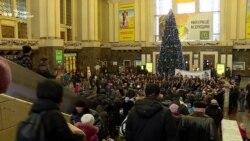 Капела бандуристів зіграла різдвяні колядки на столичному залізничному вокзалі (відео)