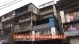 """Знаменитые """"Жигули"""" спустили с четвертого этажа"""