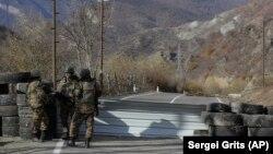 Калбажардагы жаңы чекти кайтарган этникалык армян күчтөрү, 25-ноябрь 2020-жыл.