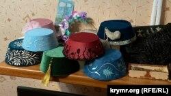 Зроблені Ельмірою Катакі традиційні кримськотатарські головні убори (ельхап)