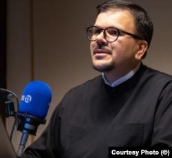 Părintele diacon Florin Ciprian Petre, secretar patriarhal la Biroul de Presă al Patriarhiei Române