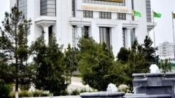 Türkmen studentleri pula, hökümet ýeňillikli çalyşyk kursunyň ýatyrylmagyna garaşýar